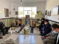 حضور رئیس جامعه خیرین مدرسه ساز کشور و روسای سازمان نوسازی مدارس کشور بر سر مزار مرحوم حافظی