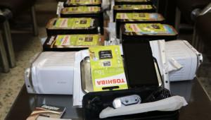 توزیع تلفن همراه در بین دانش آموزان محروم مناطق عشایری