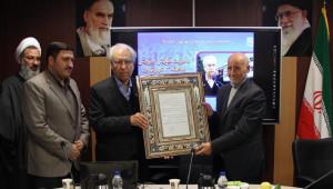 مراسم تکریم از رئیس جامعه خیرین مدرسه ساز کشور در منطقه 13 تهران برگزار شد