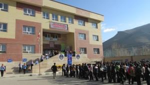 جشنواره تجلیل از خیرین مدرسه ساز در مدرسه مرحوم ولی الله درویشیان در دماوند برگزار شد