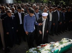 تشییع و اقامه نماز بر پیکر رئیس جامعه خیرین مدرسه ساز کشور در مدرسه مطهری تهران
