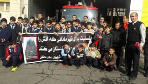 همدلی دانش آموزان یک مدرسه خیرساز با آتش نشانان قهرمان